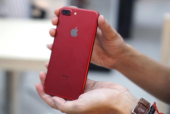 Doanh số iPhone tiếp tục giảm, thị trường smartphone lao dốc
