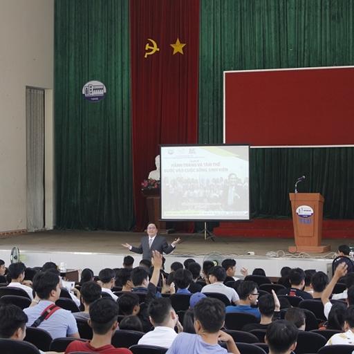 Diễn giả Lê Văn Hiển chia sẻ kỹ năng mềm cho sinh viên Thủy Lợi tại cơ sở Bình Dương
