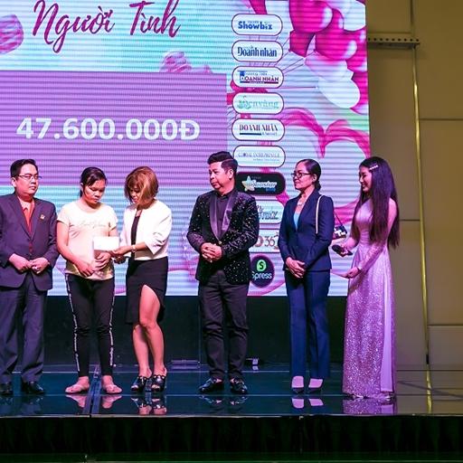 Đêm nhạc 'Người tình' khép lại với số tiền quyên góp 50 triệu đồng nhằm giúp đỡ bé Thúy Quỳnh bị ung thư xương