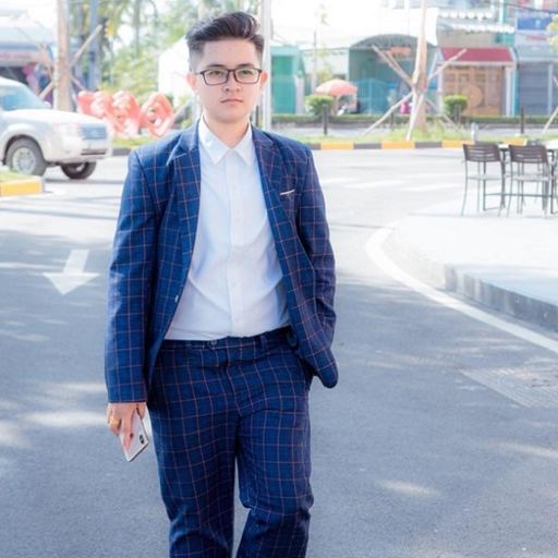 Trần Gia Tuệ - Gương mặt hot nhờ kinh doanh Iphone Online