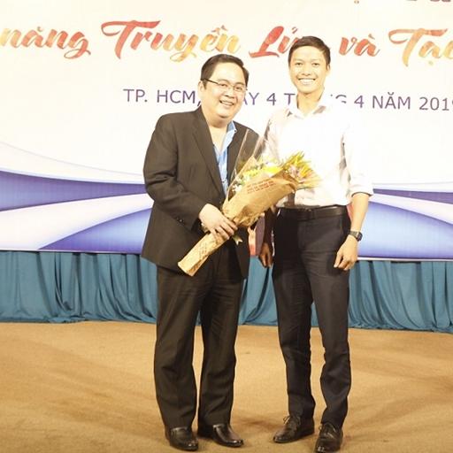 """Diễn giả Lê Văn Hiển - Chuyên gia hàng đầu trong lĩnh vực truyền tải kỹ năng mềm về trường Đại học Tài chính Marketing chia sẻ chuyên đề """"Kỹ năng truyền lửa và tạo động lực"""""""