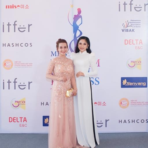 MC Hoài Thư - NTK Mai Phương diện áo dài duyên dáng tham dự sự kiện họp báo Miss Vietnam Global Business 2019